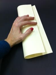 Buscant la fibra del paper. Dreta  a esquerra.